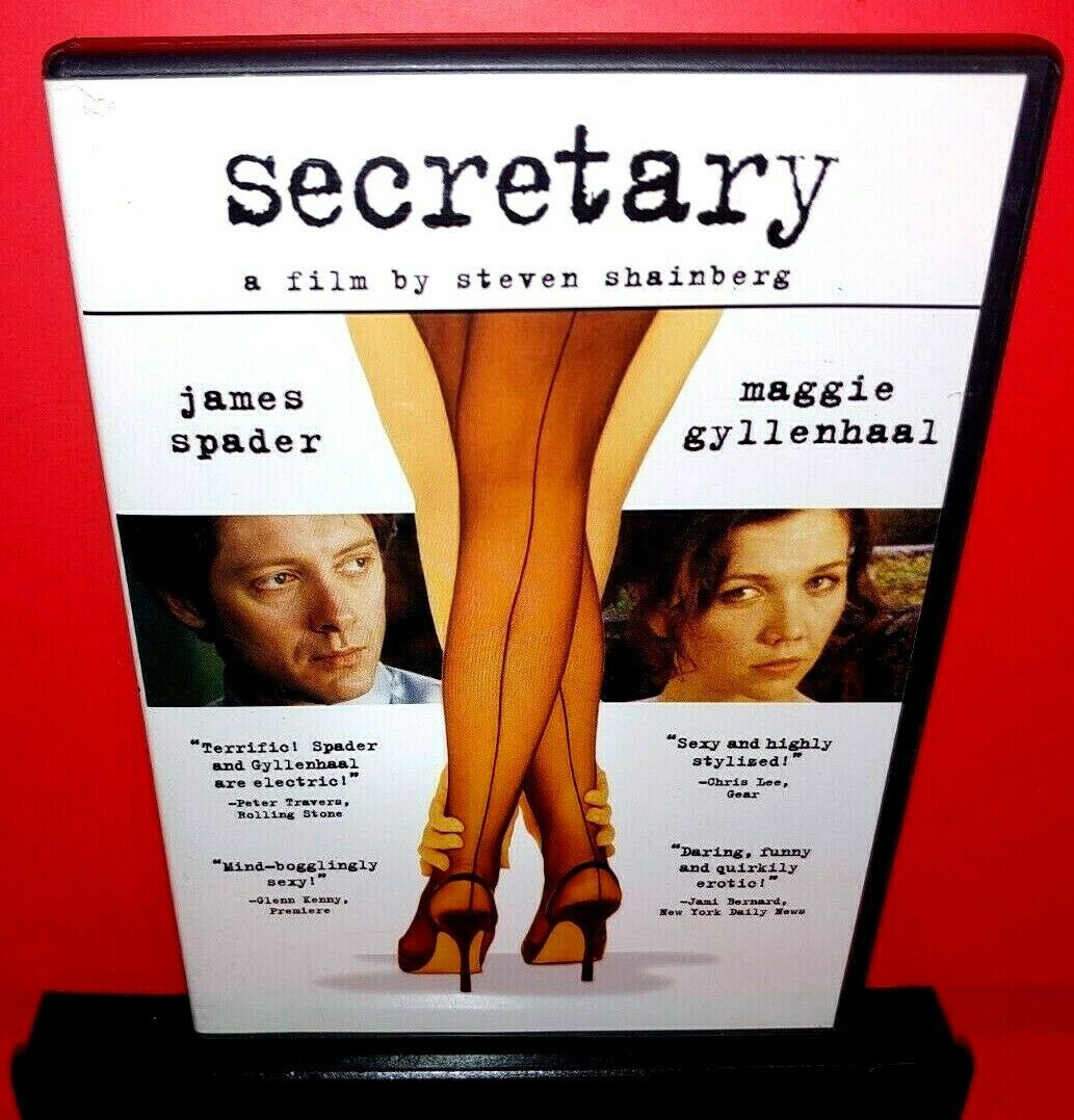 Fashion Of The Main Character in Secretary Movie By Steven Shainberg